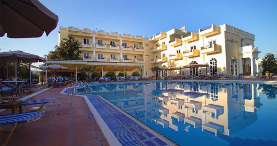 Πισίνα ξενοδοχείο Κουρος